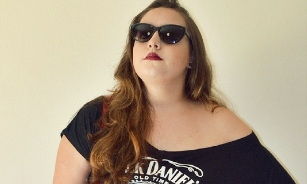 look-do-dia-usando-blusa-jack-daniels