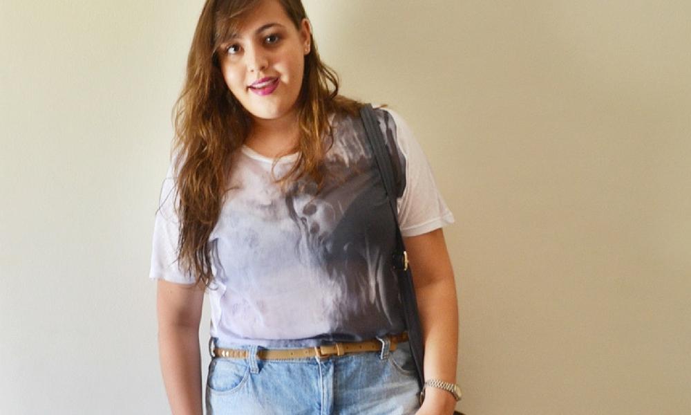 Look básico plus size com short jeans