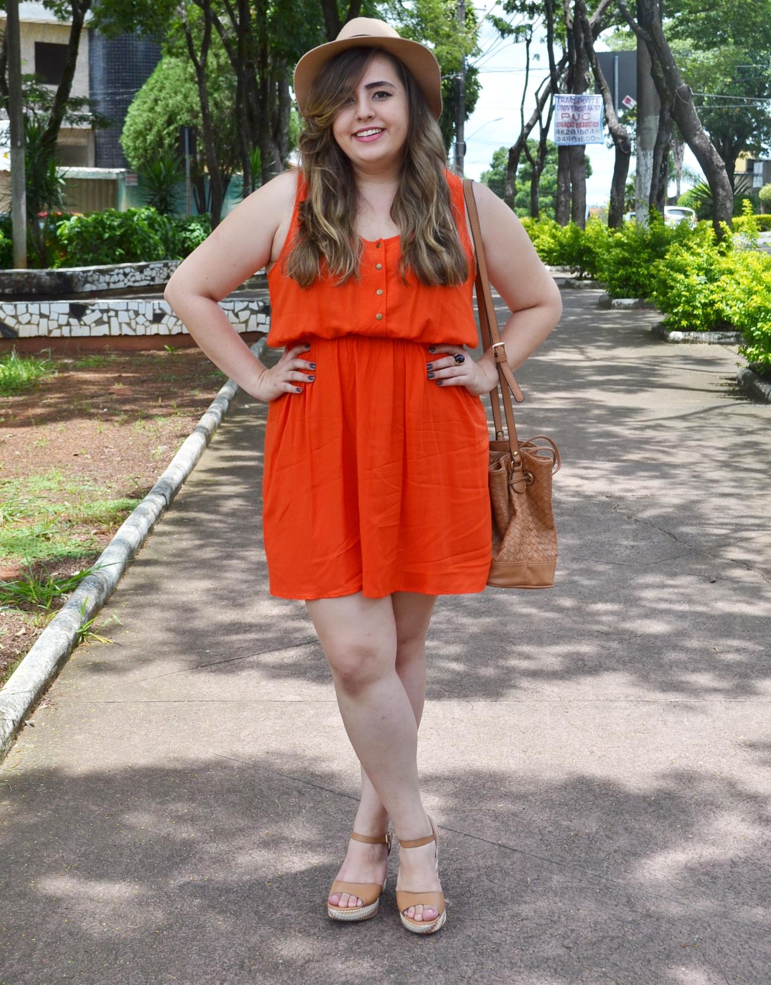 Look plus size com vestido rodado