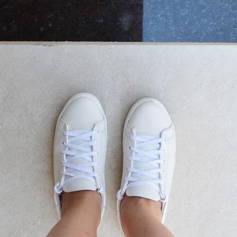Look com tenis branco