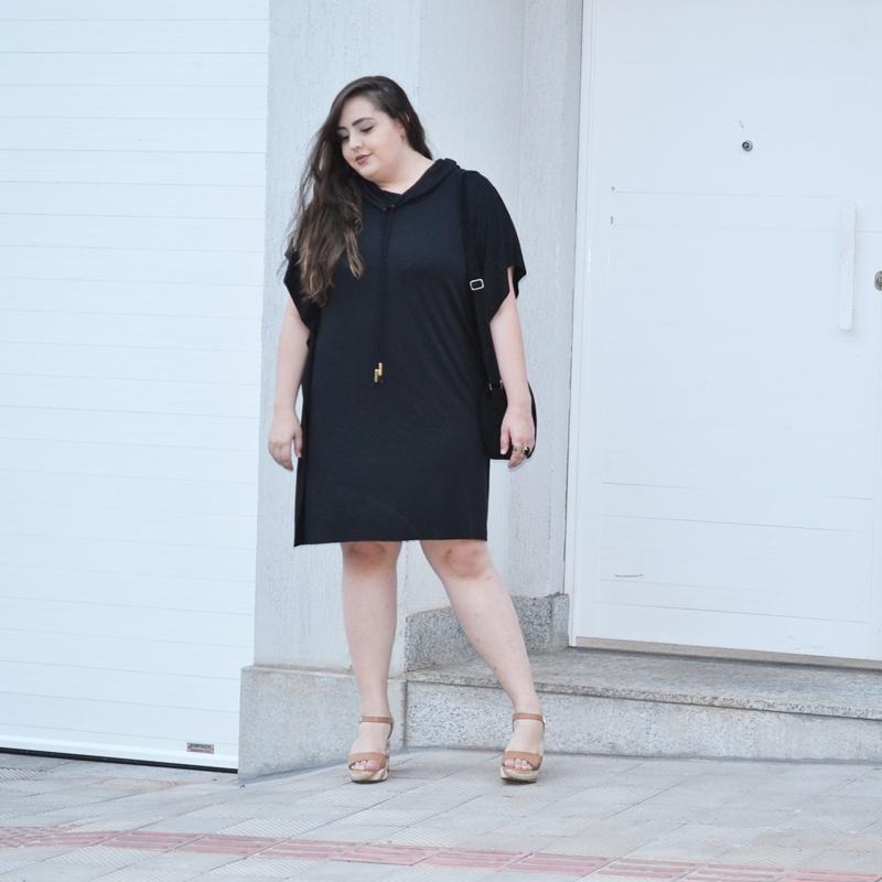Look plus size com vestido amplo